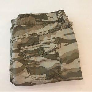OP Camo Crop/Capri Pants Size 7